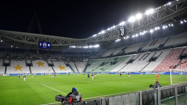 Gradas vacías del Allianz Stadium de la Juventus durante un partido sin público.