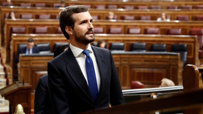 El presidente del Partido Popular, Pablo Casado, asiste al pleno extraordinario por el coronavirus que se celebra en el Congreso de los Diputados.