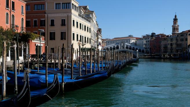 Aguas limpias en Venecia por el aislamiento.