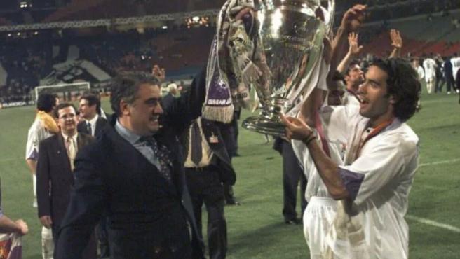 Lorenzo Sanz y su hijo, Fernando, tras ganar la Champions League