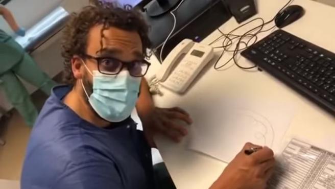 El médico Jesús Candel explica en un vídeo por qué el jabón y la lejía matan el Covid-19.