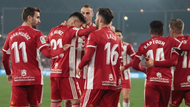 Los jugadores de la UD Almería celebran un gol.