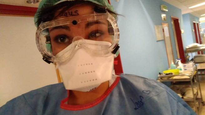 La enfermera Laura Olmedo, en su puesto de trabajo, antes de saber que tenía el Covid-19