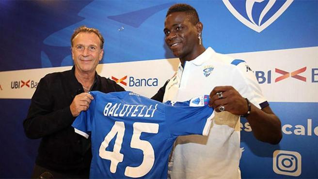 Massimo Cellino, en la presentación de Mario Balotelli
