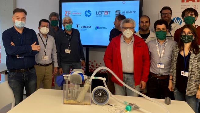 Plano conjunto con el primer respiradero de campaña 3D validado medicamento y industrialitzable.