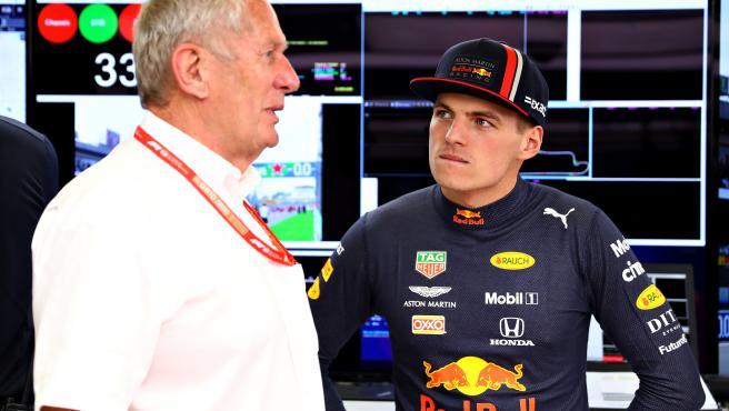 Helmut Marko y Max Verstappen, durante un Gran Premio.