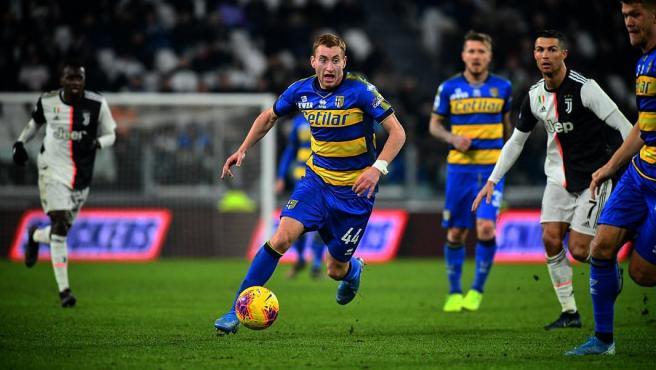 El centrocampista sueco del Parma sigue de cerca a Aarons: tiene un valor de 39.6 millones.