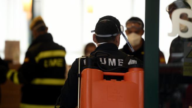 Efectivos de la Unidad Militar de Emergencias (UME) durante una actuación en Madrid