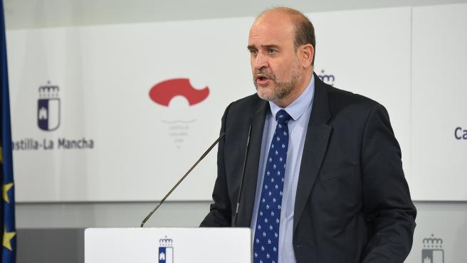 El vicepresidente del Gobierno de C-LM, José Luis Martínez Guijarro, en rueda de prensa