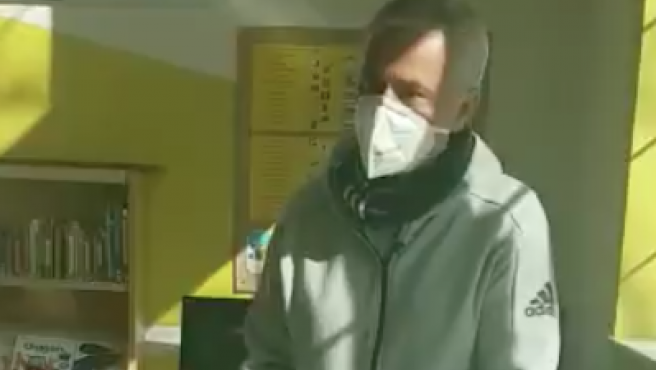 José Mourinho ayudando en un centro de mayores