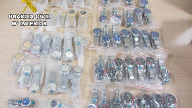 La Guardia Civil y la Agencia Tributaria incautan un envío de 333 relojes falsos en Gran Canaria