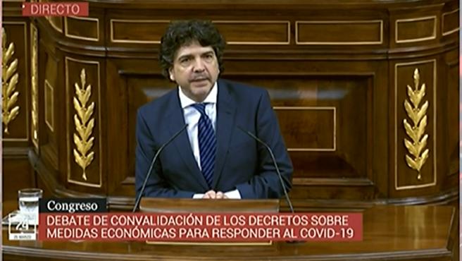 El diputado del PP, Mario Garcés, en el debate del Congreso sobre la convalidación de los decretos contra el Covid-19.