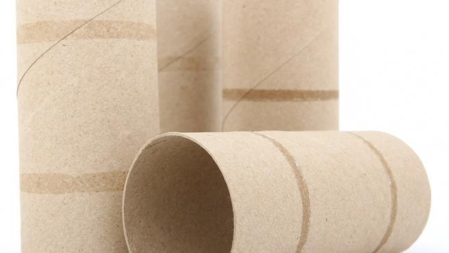 Rollos de papel higiénico vacíos, un buen material para las manualidades domésticas.