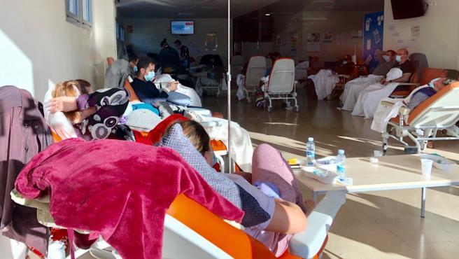 Todo el edificio general del Hospital 12 de Octubre y parte de la maternidad se ha tenido que dedicar a los enfermos con coronavirus. Se agotan los espacios para ubicar a tantos pacientes.