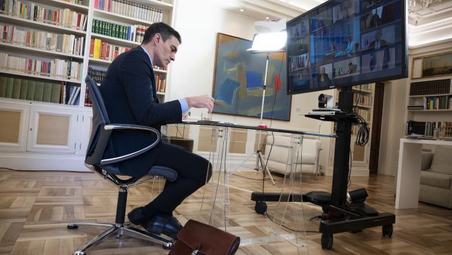 Pedro Sánchez participa en el Consejo Europeo por videoconferencia