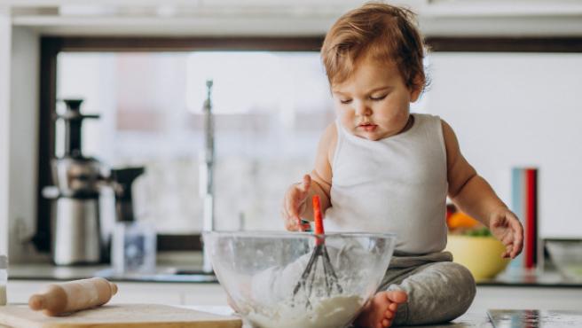 Hay cosas que todos los niños pueden hacer en la cocina según su edad.