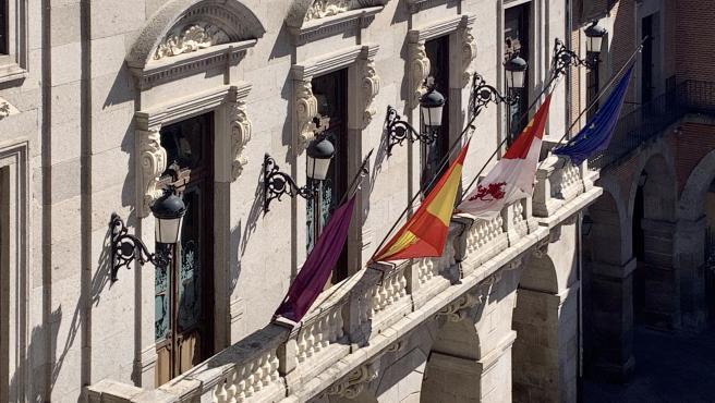 Banderas del Ayuntamiento de Ávila.