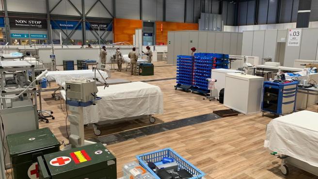 Efectivos de la Unidad Médica de la Unidad de Despliegue Aéreo del Ejército en la unidad de cuidados intensivos en el hospital de Ifema.