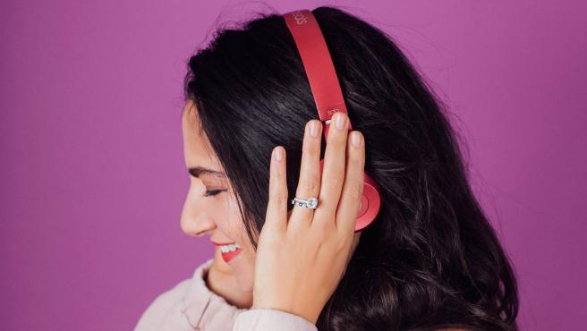 Para apreciar la música 'en 8D' es necesario ponerse auriculares.
