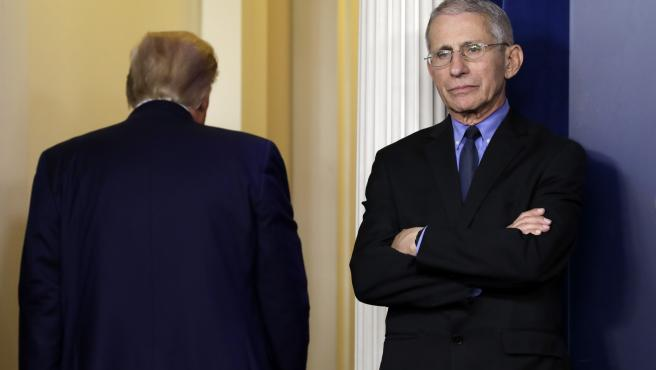 Anthony Fauci, director del Instituto de Enfermedades Alérgicas e Infecciosas, y Donald Trump.