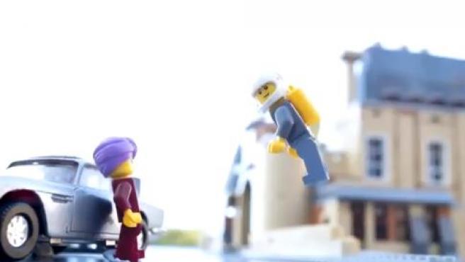 Escena de James Bond recreada con Lego.