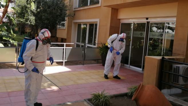 Nota + Foto Sanidad Campaña Desinfección Interior Farmacias Y Residencias Mayores
