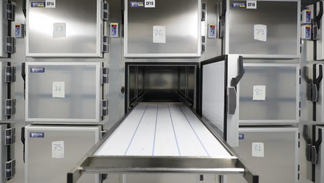 Interior del futuro Instituto Anatómico Forense de Madrid, habilitado como segunda morgue excepcional por la crisis del coronavirus.