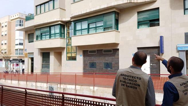 Miembros Colegio de Aparejadores, Arquitectos Técnicos e Ingenieros de Edificación de la Región en evaluación edificios simulacro emergencias