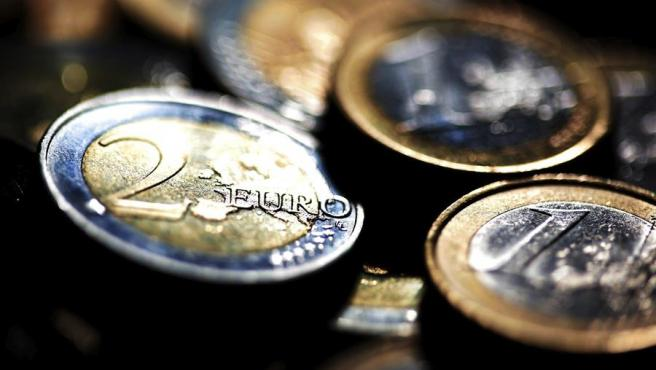 Detalle de varias monedas de euro.
