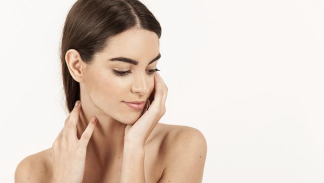 Lucir una piel perfecta es fácil si se sabe cómo eliminar puntos negros y espinillas.