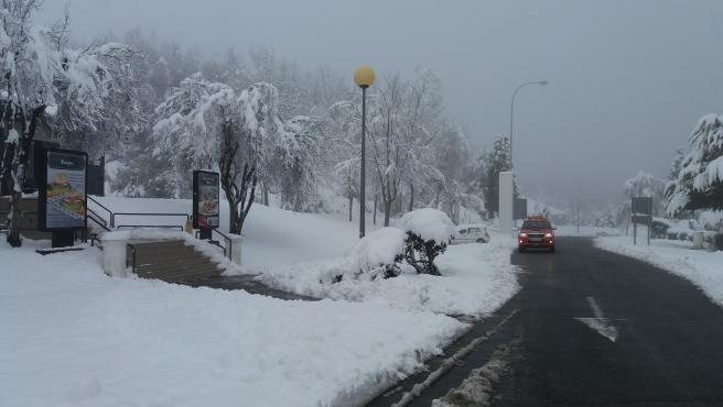 Nieve en una carretera vasca