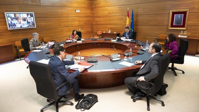 El Gobierno, reunido este martes con la mayoría de los ministros por videoconferencia.
