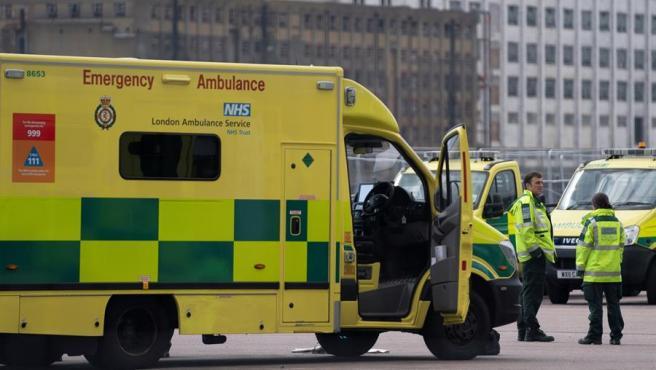 Una ambulancia del sistema de salud británico en Londres.
