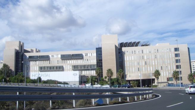 Un juez da 48 horas para que los vigilantes de un hospital de Las Palmas reciban mascarillas y guantes