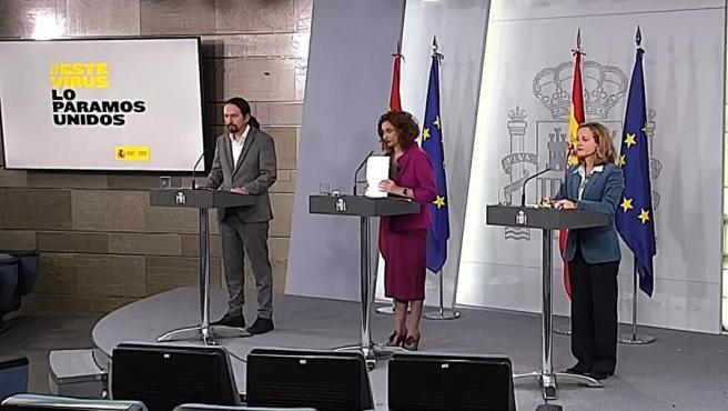 Captura de la señal institucional del Palacio de la Moncloa, durante la rueda de prensa ofrecida en Madrid tras el Consejo de Ministros celebrado este martes.