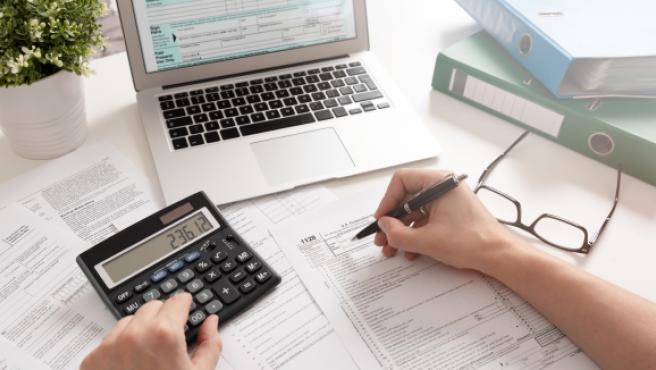 Este miércoles 1 de abril de 2020 comienza la campaña para la Declaración de la Renta, por lo que es importante conocer los procedimientos, las vías para la presentación y las deducciones que cada contribuyente se puede aplicar.