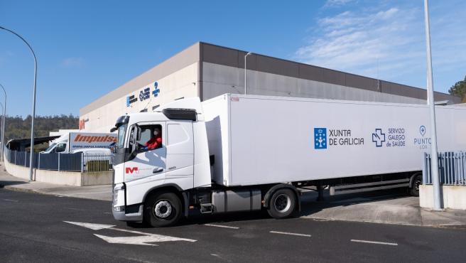 La plataforma logística del Sergas, en Negreira, recibe el material adquirido por la Xunta