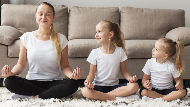 El yoga ayudará a reforzar los vínculos familiares.
