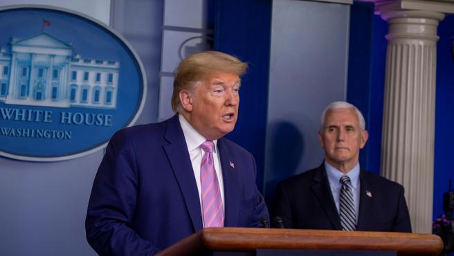 Donald Trump se dirige a los medios en la Casa Blanca.