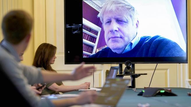 Boris Johnson durante una reunión telemática el 28 de marzo.
