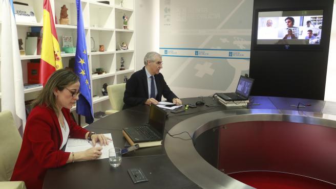O conselleiro de Economía, Emprego e Industria, Francisco Conde, e a conselleira de Infraestruturas e Mobilidade, Ethel Vázquez, manteñen unha videoconferencia con representantes da Federación Galega de Construción.