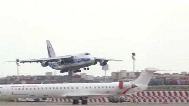 Quart avió amb material de protecció per a la Comunitat Valenciana a la seua arribada a l'aeroport de Manises
