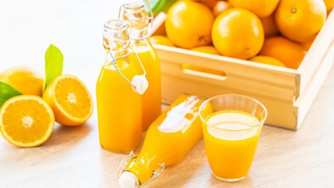 El zumo de naranja es el complemento ideal de un buen desayuno.
