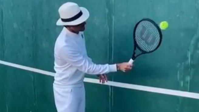 Federer lanza su nuevo reto de 'tenis contra el muro''
