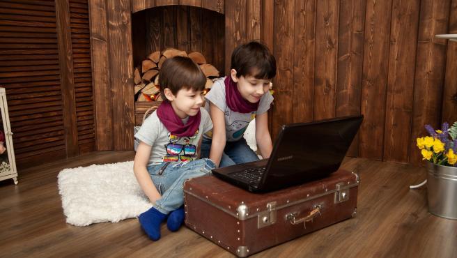 Los niños pueden utilizar varios dispositivos para grabarse y enviar abrazos virtuales.