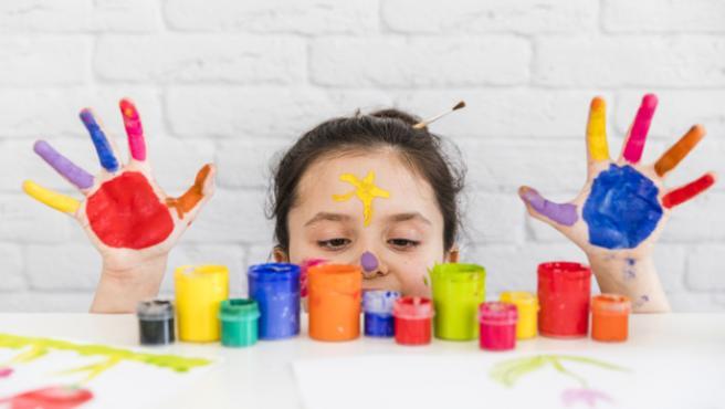 Las manualidades fomentan la creatividad de los ,ás pequeños.