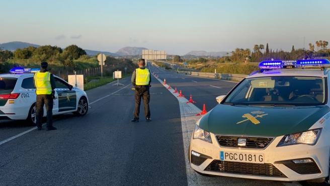 Un control de la Guardia Civil en carreteras de Baleares este fin de semana.