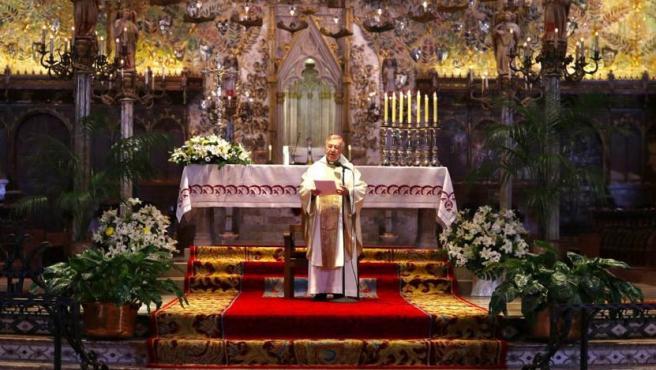 El obispo de Mallorca, Sebastià Taltavull, en la misa crismal de este miércoles.
