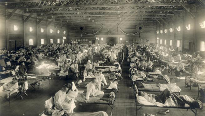 Hospital de emergencia durante la pandemia de la 'gripe española', en Camp Funston, Kansas, EE UU.