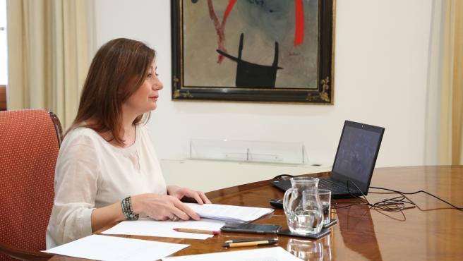 La presidenta del Govern, Francina Armengol, en una reunión telemática.